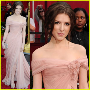 anna-kendrick-oscars-2010-red-carpet