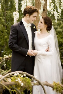 THE TWILIGHT SAGA: BREAKING DAWN-PART 1-kristen rob wedding stare