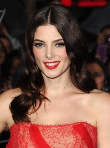 ashley-greene-in-donna-karan-breaking-dawn-premiere