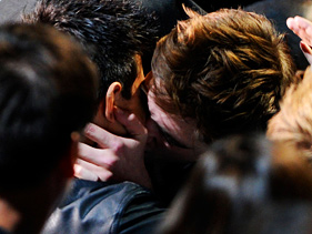 lip lock pattinson lautner