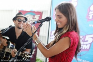 christina-perri-acoustic-cafe_965tic_009
