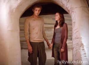 Wanda Ian Hold Hands